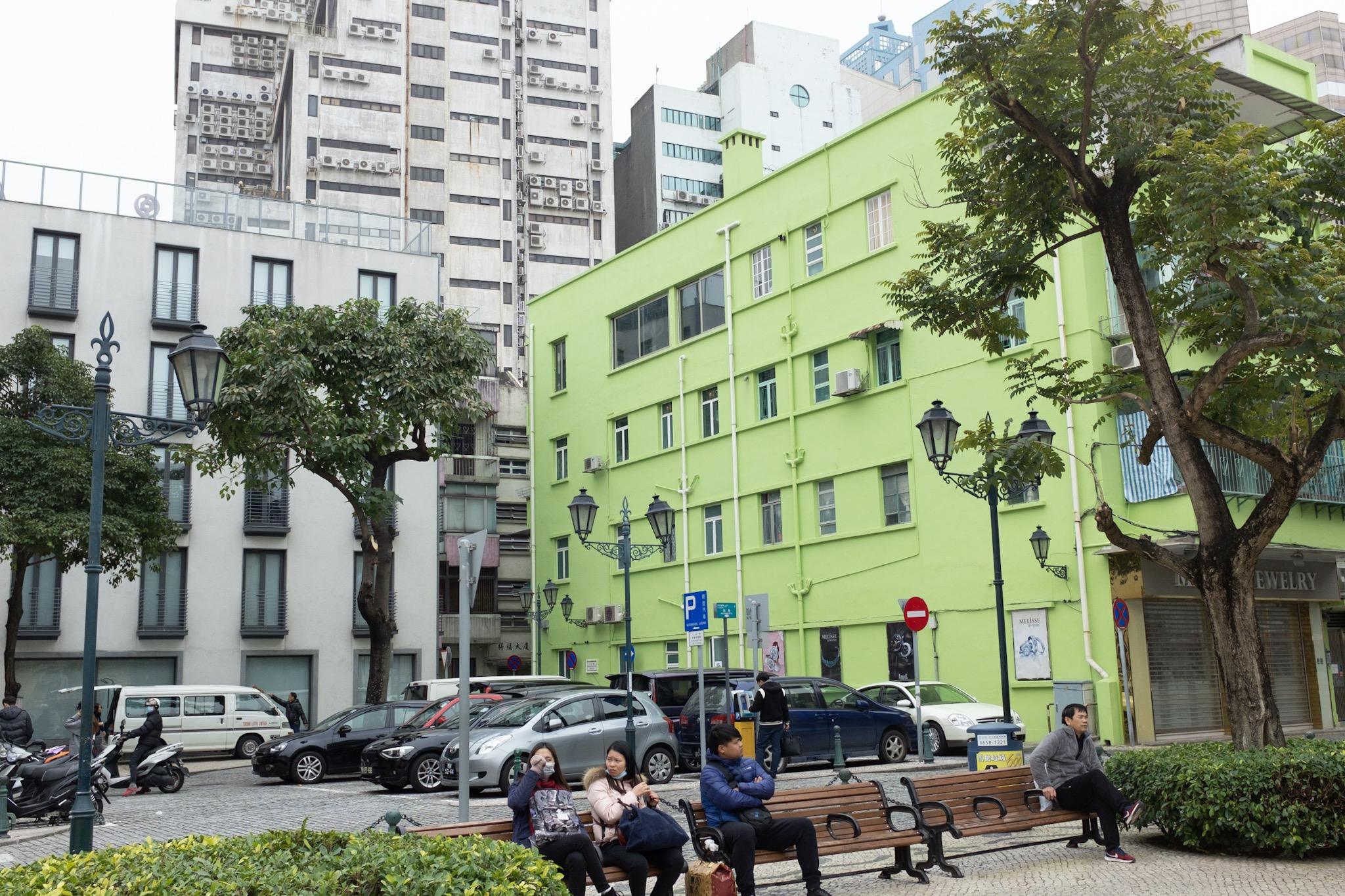 颜色鲜明的建筑